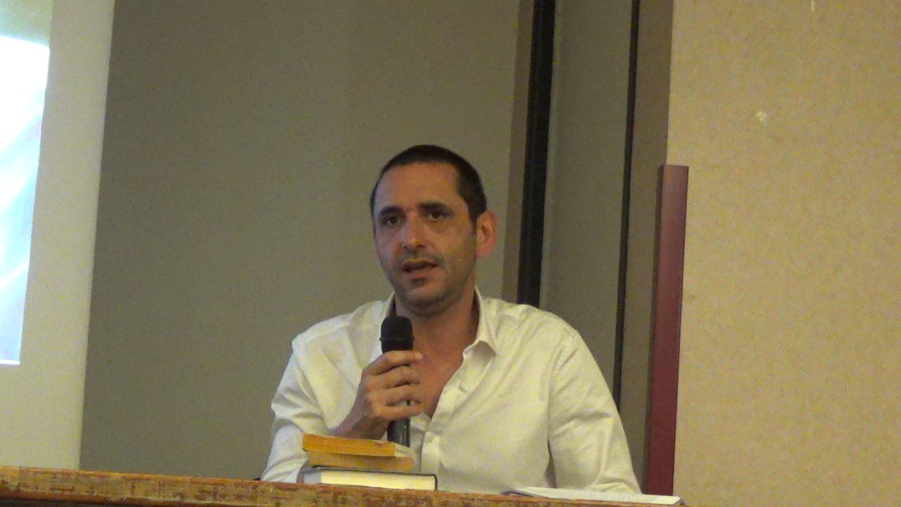 Thibaud canuti débute sa conférence.