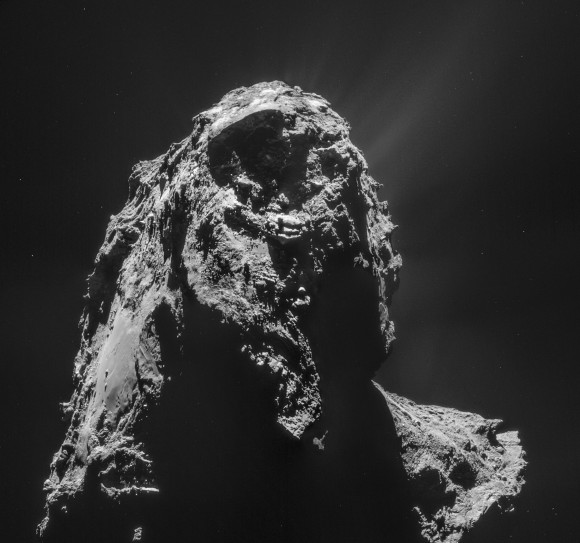 Comet_on_16_January_2015_NavCam-580x543