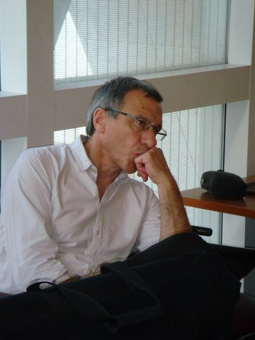 Frédéric Seine en penseur pensif.