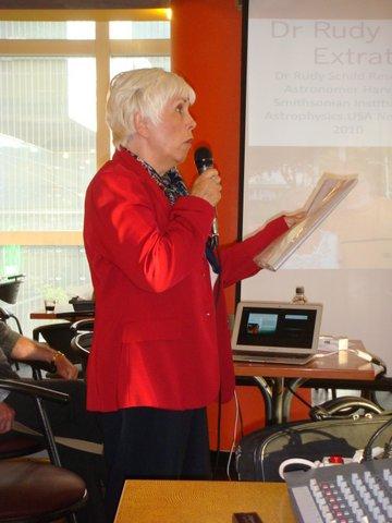 Mary Rodwell pendant son exposé