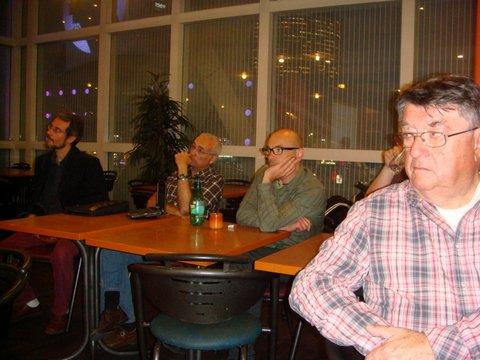 L'auditoire   (Gérard Deforge à droite ,Nikolaos Koulis à gauche )