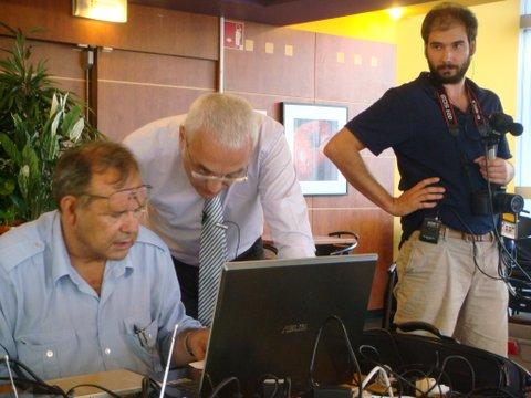 Lorant / Leroy/ Shelfout Préparation de la présentation sur l'ordi.