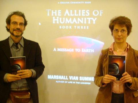 Niko & Brigitte Bézier présentent les livres des alliés de l'humanité.