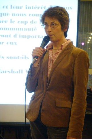 Brigitte Bézier au micro.