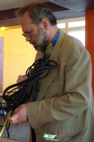 Gilles Lorant  en charmeur de cables.