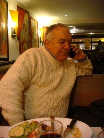 Marc Bethmont au téléphone.