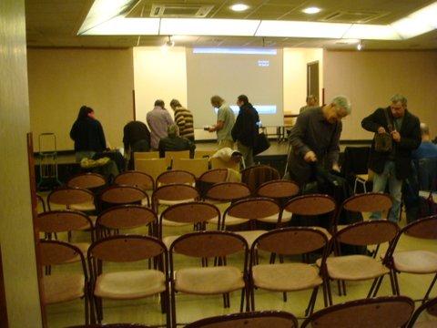 La salle se remplit