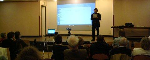Niko (Nikolaos Koulis) présente les actualités ufologiques.