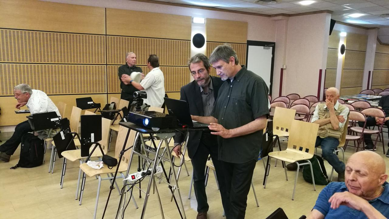 Jean Librero prépare son intervention sur l' AFU