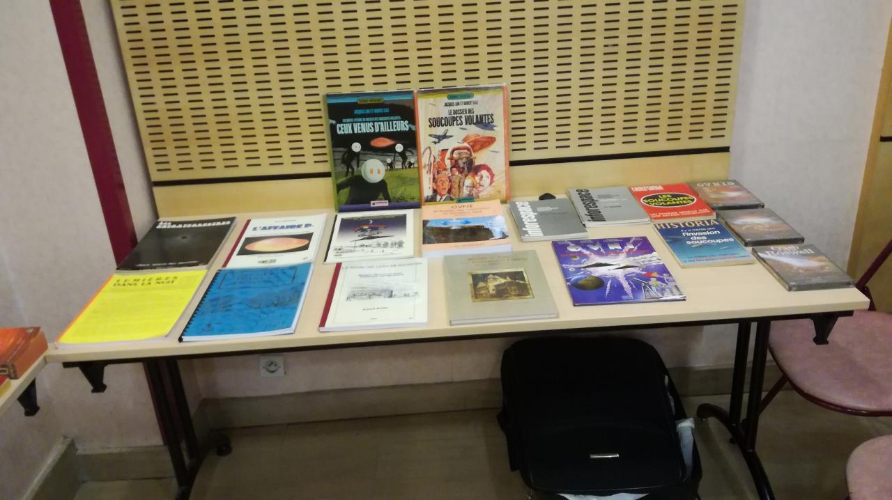 Quelques livres proposés à la vente.