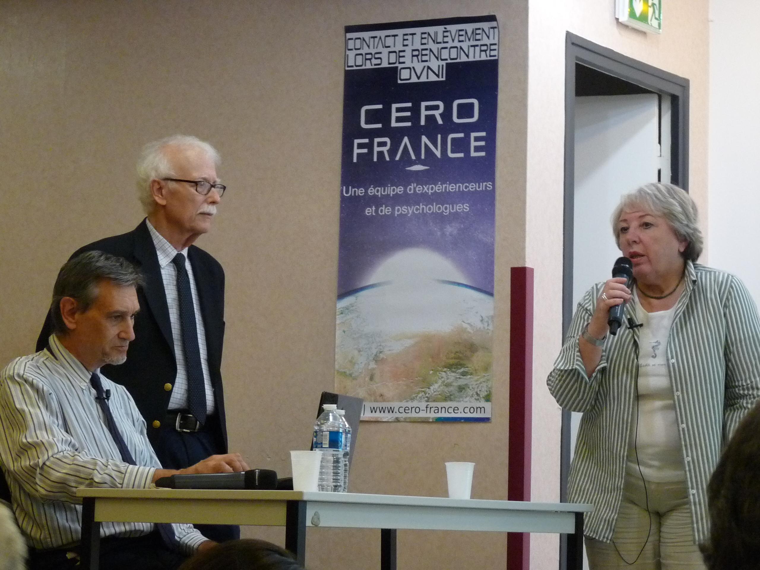 Myriame (à droite) présente Jacobs (au centre) Jean Librero (A gauche)