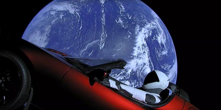 Le mannequin Spaceman dans sa Tesla en route vers Mars